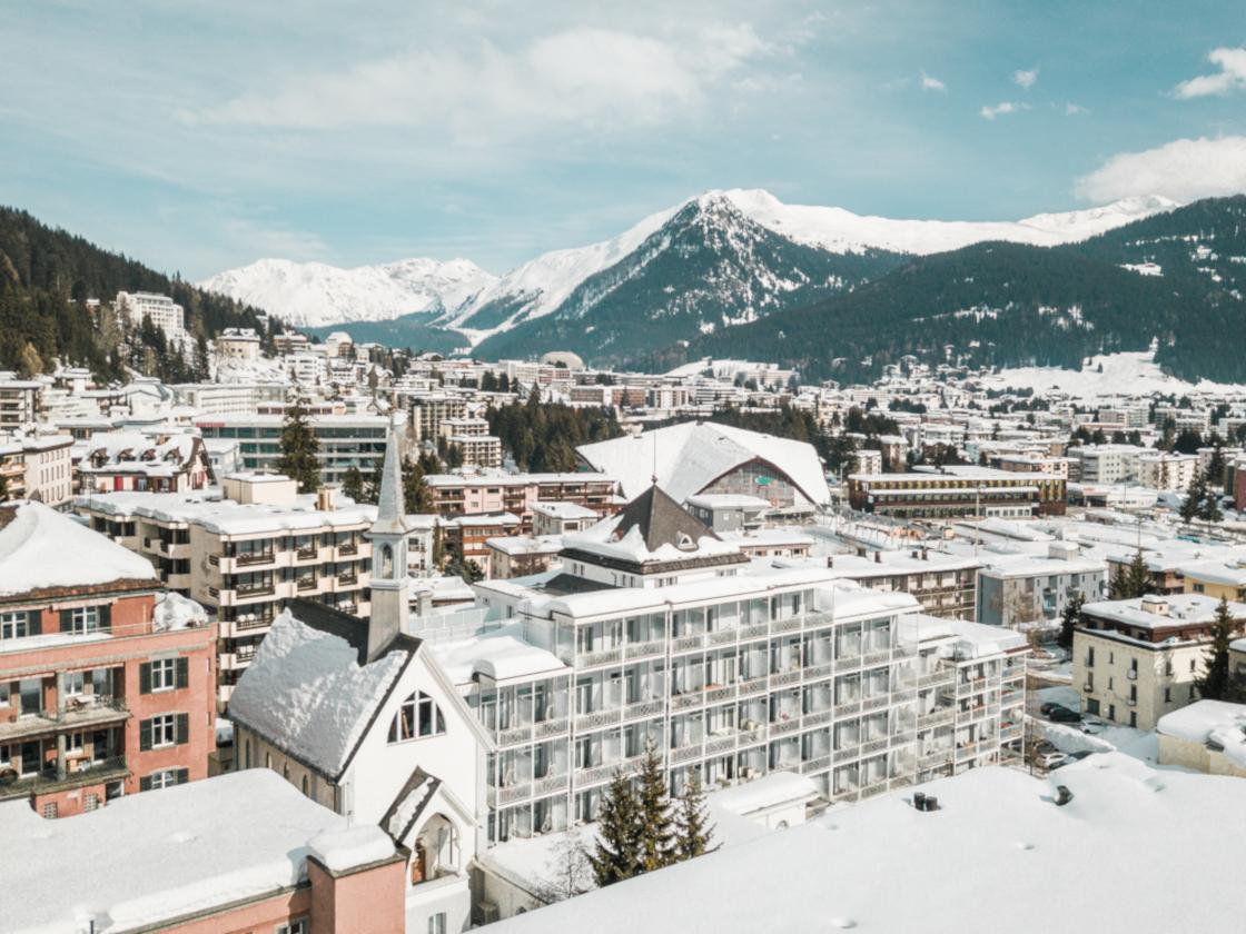 Hard Rock Hotel Davos Außenansicht im Winter
