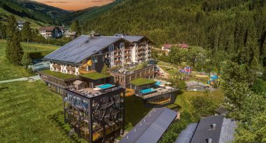 Almhof Family Resort Spa Außenansicht