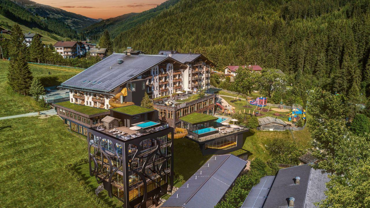 Almhof Family Resort Spa Außenansicht