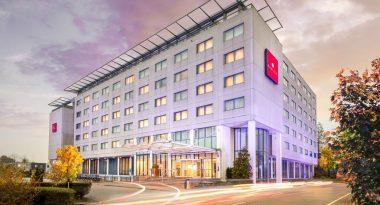 Hotel Ramada Amsterdam Airport Außenansicht